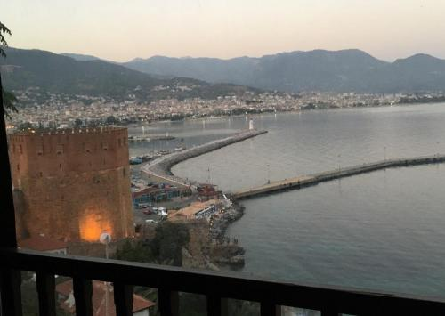 Alanya Castle Villa with Sea View odalar
