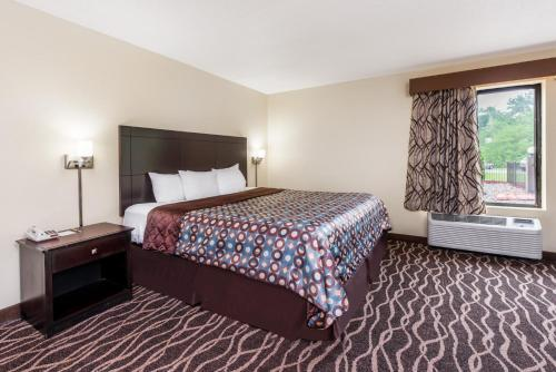 Days Inn And Suites Casey - Casey, IL 62420
