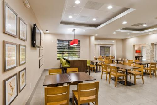 Country Inn & Suites By Carlson, St. Petersburg – Clearwater, FL Photo