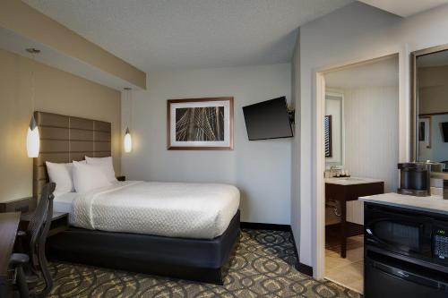 Embassy Suites by Hilton Dallas-Love Field photo 12