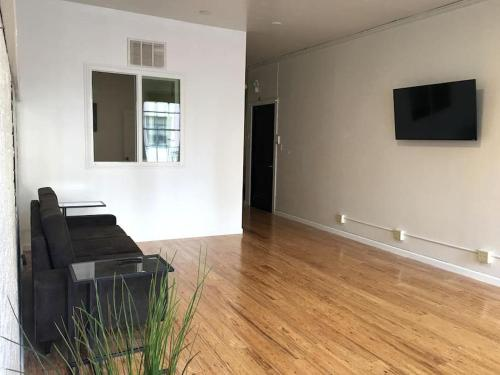 2BR: Spacious & Clean Spot in Downtown / Financial - San Francisco, CA 94108