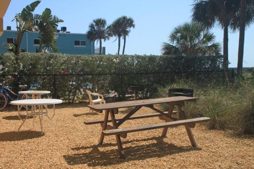 By The C4- On The Beach with Heated Pool & Elevtor