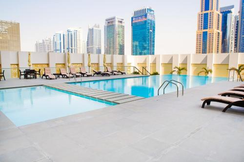 Hometown Apartments - Designer Furnished Apartment in Dubai with beautiful terrace, Dubái