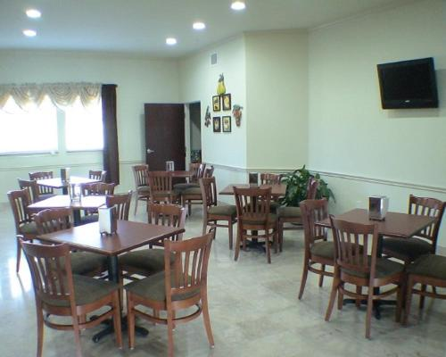 Budget Host Inn and Suites Cameron Photo