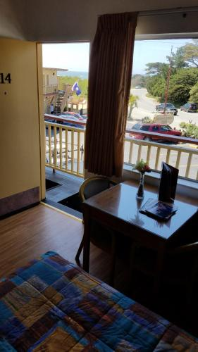 Beachcomber Inn - Pacific Grove, CA 93950