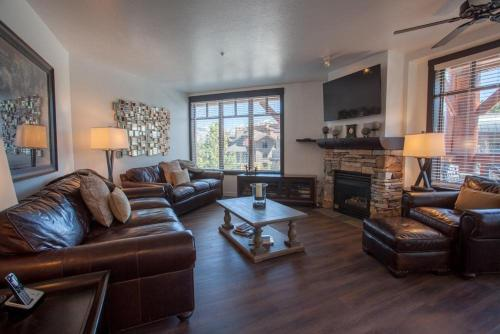 Village # 2230 - White Mountain Lodge - Mammoth Lakes, CA 93546