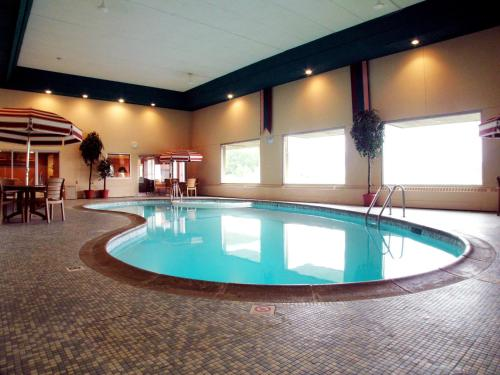 Americas Best Value Inn and Suites St. Cloud Photo