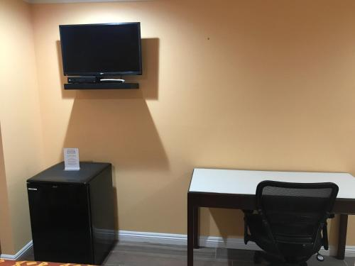 Executive Suites Inn - Westminster, CA 92683