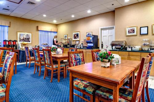Best Western Plus Suites Downtown - Calgary, AB T2R 1B6