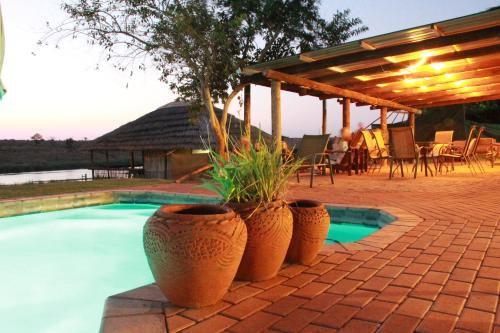 Crocodile Bridge Safari Lodge Photo