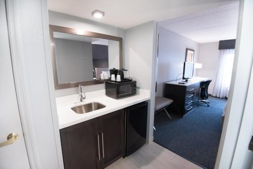 Fairfield Inn & Suites Atlanta Airport North Photo