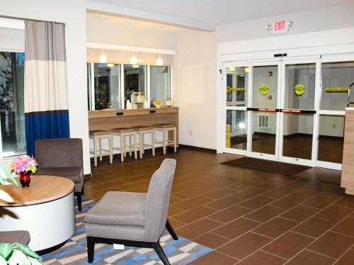 Microtel Inn & Suites by Wyndham - Penn Yan Photo