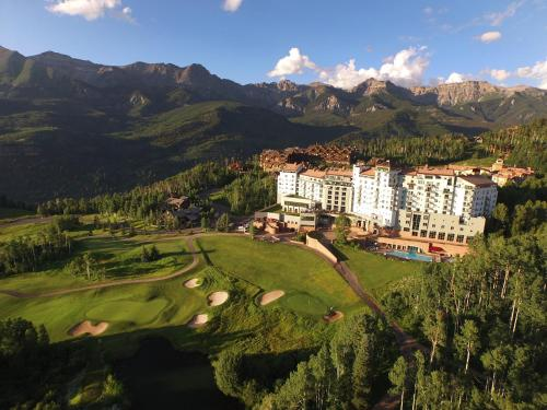 The Peaks Resort and Spa Photo