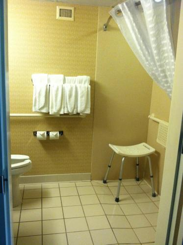 Country Inn & Suites - Fredericksburg South Photo