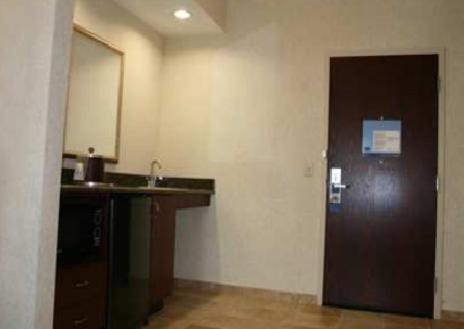 Hampton Inn & Suites Cleveland-Mentor Photo