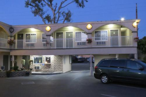 Foxy's Den Motel - Los Angeles, CA 90003