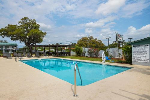 Best Western Central Inn - Savannah, GA 31406