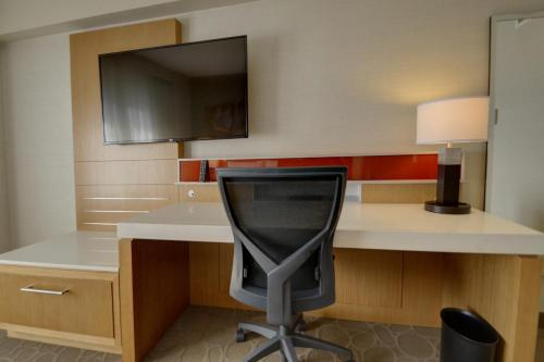 Delta Hotels by Marriott Chicago North Shore Suites Photo