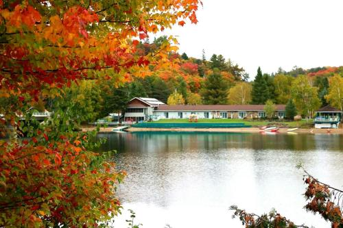 Algonquin Lakeside Inn Photo