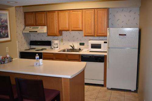 Hawthorn Suites Wichita East Photo