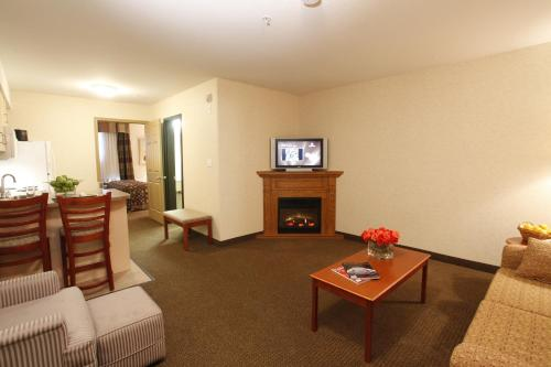 Quality Inn & Suites Grand Prairie Photo