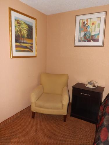 Plantation Inn Hotel and Lounge Photo