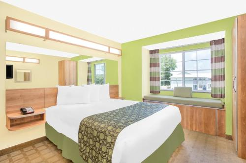 Microtel Inn & Suites by Wyndham Tuscumbia/Muscle Shoals Photo