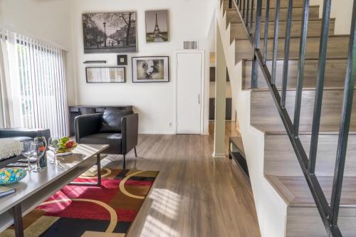 Pelham Apartment 8 - Los Angeles, CA 90025