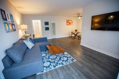 Hollywood 1 Bedroom Apartment 5.2 - Los Angeles, CA 90027