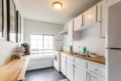 Silverlake 2 Bedroom Apartment 4.9 - Los Angeles, CA 90029