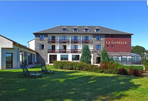 Hôtel La Gazelle, green hotel in Besse-et-Saint-Anastaise, France