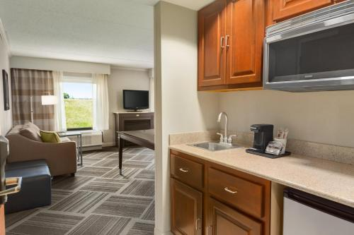 Hampton Inn & Suites Manchester Bedford Photo