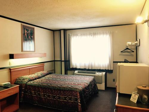 Manning Motor Inn Photo