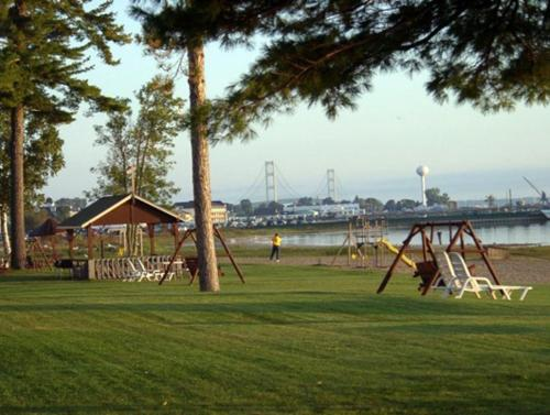 Waterfront Inn Mackinaw City Photo