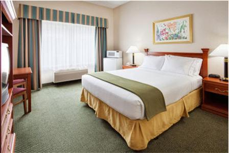 Holiday Inn Express Hotel & Suites Findley Lake Photo