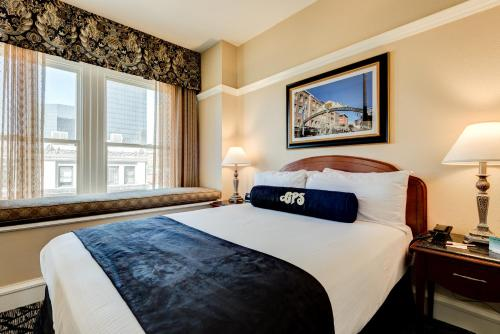 Gaslamp Plaza Suites Photo
