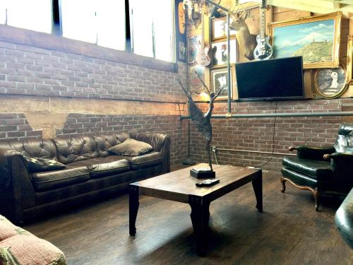Arts District Rustic Loft - Los Angeles, CA 90013