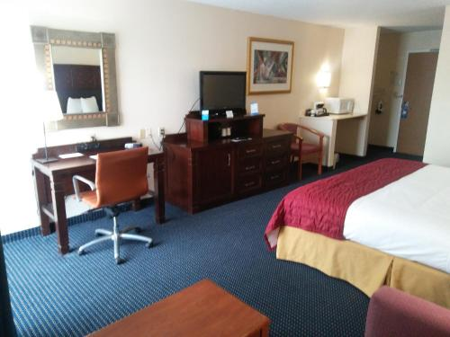 Baymont Inn and Suites Florida Mall photo 24