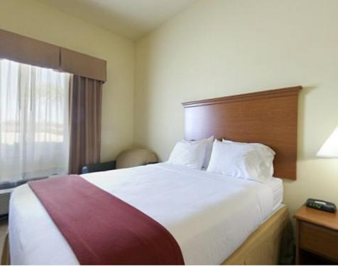 Holiday Inn Express Hotel & Suites Zapata Photo