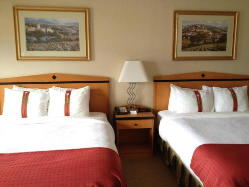 Holiday Inn Hotel & Suites Osoyoos Photo