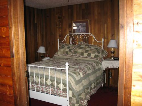 Dew Drop Inn Photo