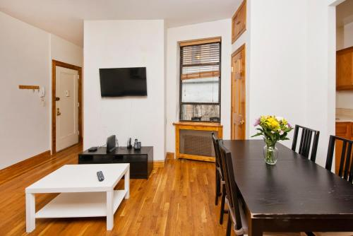 Cozy Two Bedrooms near Times Sq - NYC Photo