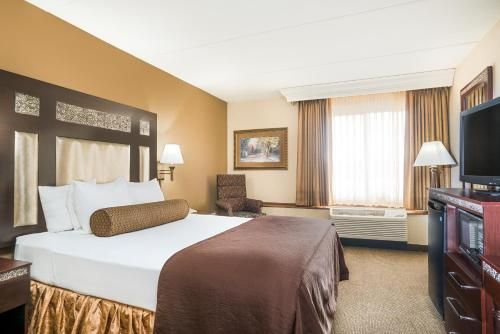Ramada Plymouth Hotel and Conference Center Photo