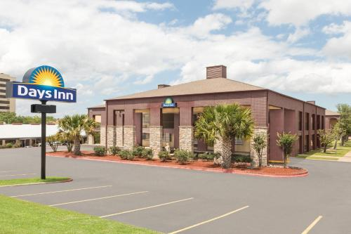 Days Inn College Station University Drive - College Station, TX 77840