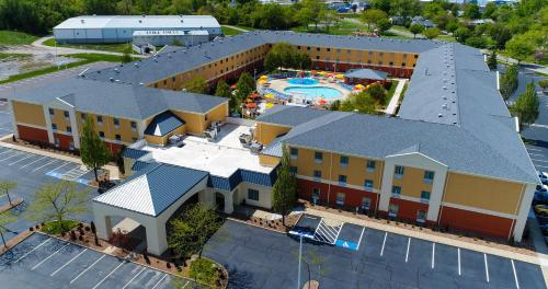 Cedar Point's Express Hotel Photo