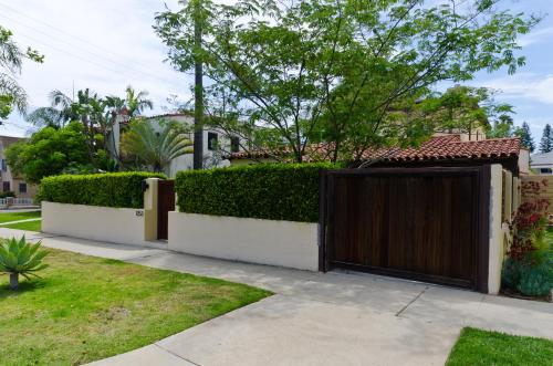 Private House in Wilshire Vista - Los Angeles, CA 90019