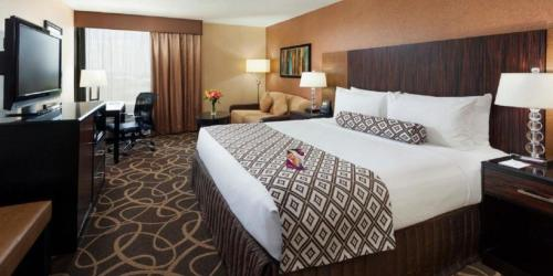 Crowne Plaza Hotel-Newark Airport Photo