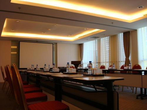 Holiday Inn Express Meilong Shanghai photo 5