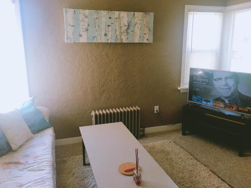Artistic Apartment Near Downtown Photo