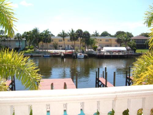 Hideaway Waterfront Resort Photo